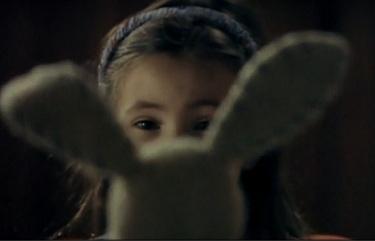 Mimzy le messager du futur - fillette lapin blanc en peluche