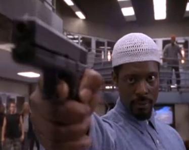serie oz - prison arme pistolet
